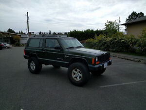 1998 Jeep Cherokee Sport 2Dr Manual SUV, Crossover