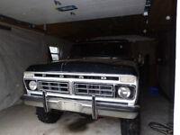 1976 ford f-100 4x4 XLT pickup truck