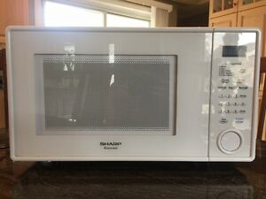Sharp Countertop Microwave - USED, great condition