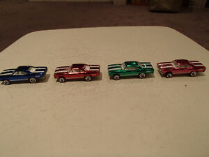 4 Hot Wheels 1970 PLYMOUTH ROADRUNNER SPECTRAFLAME Classics Seri