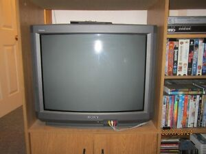 Moving Sale - Old Sony TV with Remote Control and CD / DVD