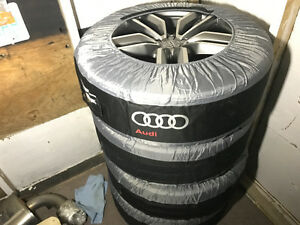 OEM 21' Audi SQ5 wheels.