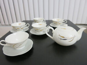 Chinese tea set - new, never used - 1 teapot, 5 cups and saucers