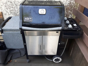 Weber Genus natural gas BBQ with hookup cord.