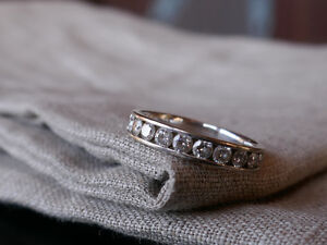 Wedding Ring! Beautiful white gold with 10 natural diamonds