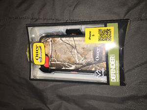 BRAND NEW! RealTree Otter box Defender for iPhone 5 Never used!