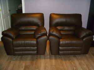 Causeuse et fauteuils Palliser en cuir brun -- 875$