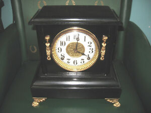 BEAUTIFUL VINTAGE SESSIONS MANTLE CLOCK, WORKING!