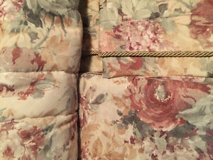 Floral Queen Comforter/Bed Skirt/Shams London Ontario image 3