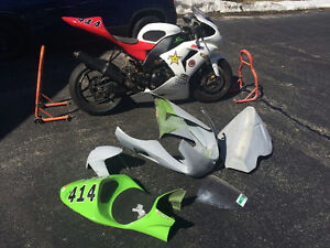 2006 ZX10R Track Bike with Stands and spare fairings