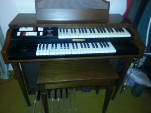 BALDWIN ORGAN AND BENCH (GREAT CONDITION LIKE NEW )