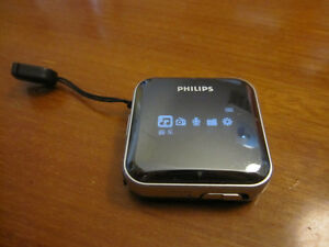 ✨Philips GoGEAR MP3 player⚜SA2825 2GB rocking lens w/ FullSound™