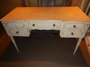 Antique White Finish Desk