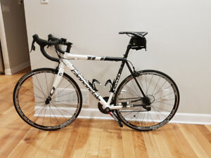 Bicycle de vitesse-2013 Cannondale CAAD10 4 Rival-Presque neuf