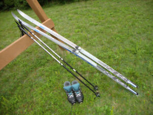 Womens Cross Country Skis