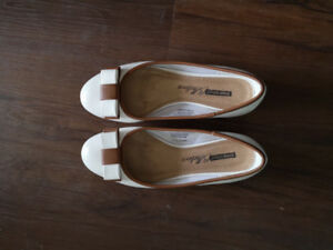 Women's shoes (size 6,6.5)