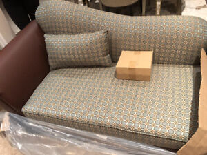 !!BRAND NEW (NEVER USED) SOFA FOR SALE!!