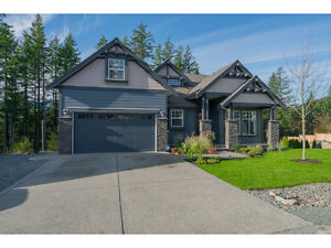 'New' home in Amzng Location. Private Huge Lot & Pool w/VIEW