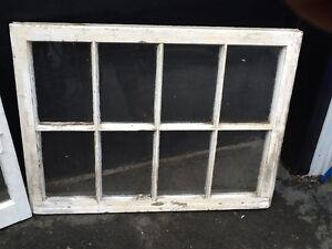 Fenêtres en bois à carreaux de verre