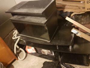 2 meubles de Télé gratuits