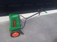 Scott's Fertilizer spreader - metal - FREE