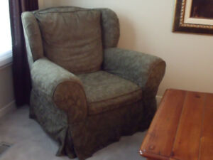 wingback chair (moss green)