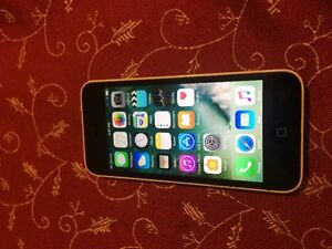 Iphone 5C - White - 16G - with new SIm card ready to activate