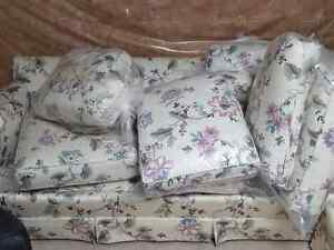 Near Mint Couch & Love Seat London Ontario image 2