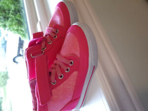 Hot pink sneakers size 7 toddler