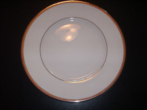 Brand New Lenox Hope placeware with Kirk  Stieff silverware West Island Greater Montréal image 3
