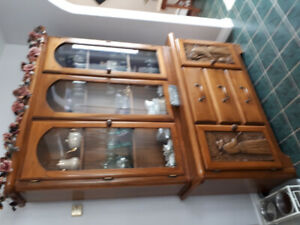 Beautiful oak hutch and table
