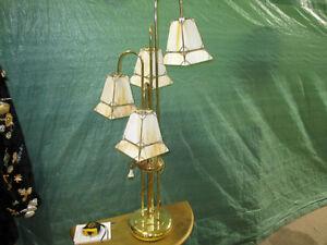 Lampe de style antique genre tiffany
