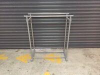 Adjustable clothes rail