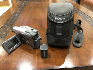 Sony Handycam DCR-DVD305 – Like Brand New
