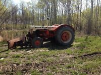 Case 930 Tractor w/front blade