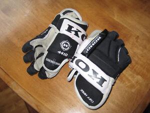 """Kid hockey skates/Hockey Ball -11""""/28 cm size KOHO hockey gloves"""