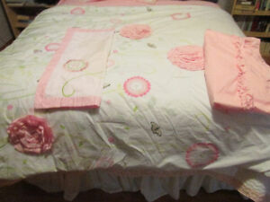 Twin Size Girl's bedding set pink
