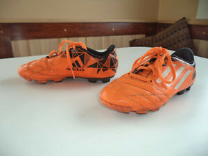 Boys size 3 soccer shoes