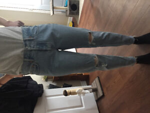 Levi ripped jeans size 29
