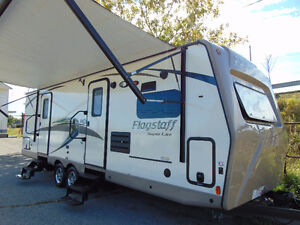 2016 FOREST RIVER RV FLAGSTAFF SUPER LITE 26FKWS.(2) SLIDE OUTS!