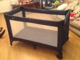 Traveling cot