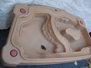 INDOOR OUTDOOR SANDBOX OR WATER PLAY CENTER TABLE  FOR KIDS Cambridge Kitchener Area image 2