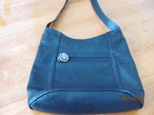 Retro leather purse