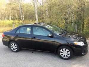 2013 Toyota Corolla LE w/Sunroof, Heated Seats, Bluetooth, USB