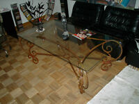 wrought iron living room table / la table de salon en fer forge