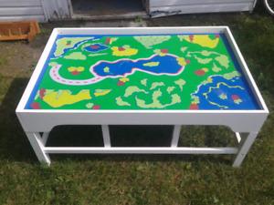 Table de jeux en bois pour enfants à vendre