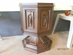 Vintage 1967 decor corner table with storage in mint shape!!!