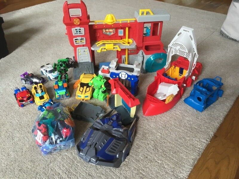 Transformers rescue bots fire station, 9 cars, mini figures and other items