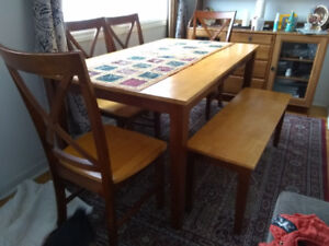 WOODEN DINING TABLE SET WITH 5X CHAIRS FOR 6 PEOPLE