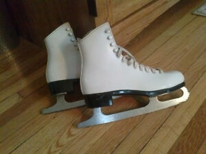 Ladies skates size 6